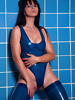 Blue tiles, blue latex and Desyra Noir